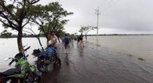 সুনামগঞ্জে কমতে শুরু করেছে সুরমা নদীর পানি